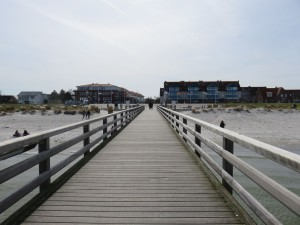 Seebrücke Schönberger Strand mit Blick auf die Hotels