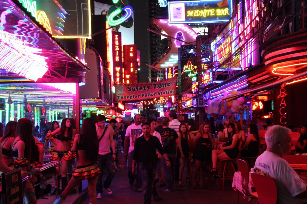 Die Soi Cowboy in Bangkok ist eine der bekanntesten Vergnügungs- und Rotlichmeilen der Stadt