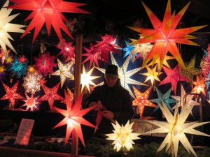 Weihnachtssterne auf dem Rostocker Weihnachtsmarkt
