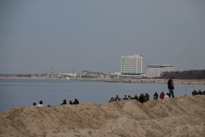 Strand Diedrichshagen mit Blick auf Warnemünde und Hotel Neptun