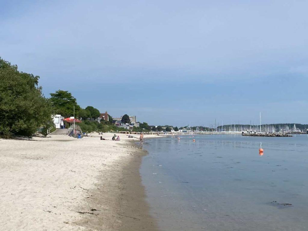 Strand Kiel Schilksee an der Kieler Förde