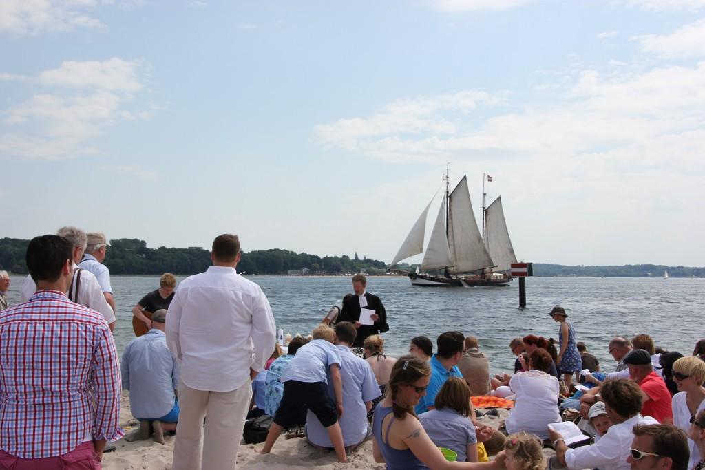 Strandtaufe am Falckensteiner Strand an der Kieler Förde im Sommer 2014