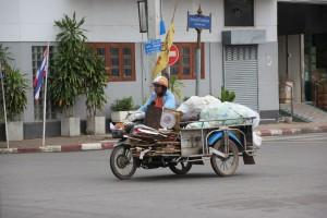 Motorrad mit Beiwagen in Surat Thani