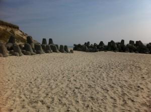Tetrapoden in Hörnum auf Sylt am Strand der Nordsee - Küstenschutz und Wellenbrecher