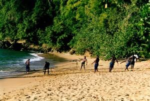 Fischer auf Tobago holen die Netze ein