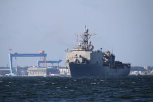 USS Fort McHenry US Navy in der Kieler Förde