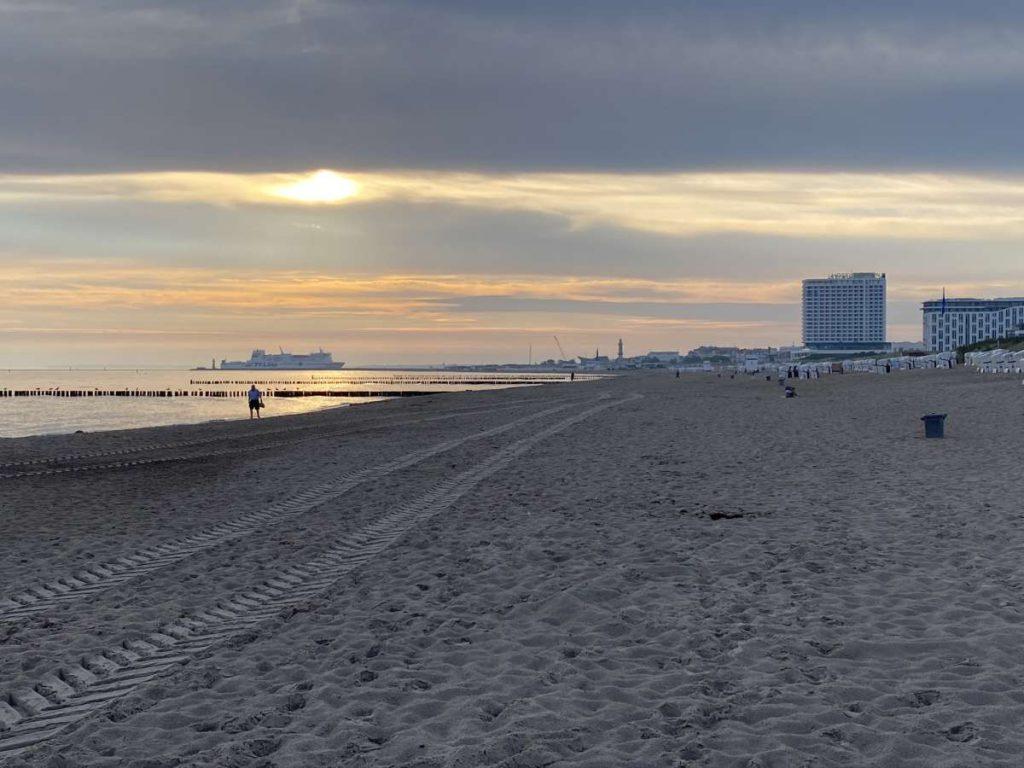 Ostseestrand Warnemünde Sonnenaufgang