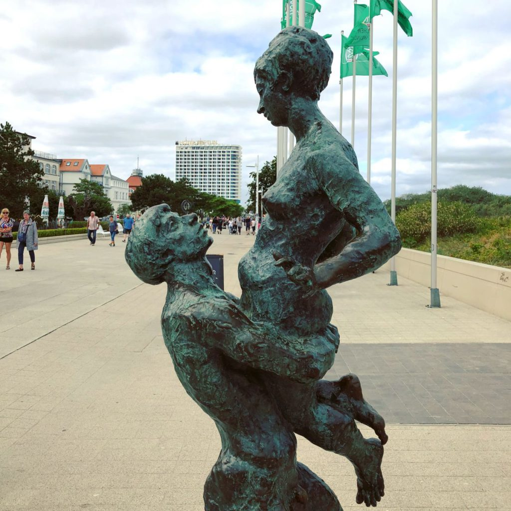 Warnemünde Statue Promenade