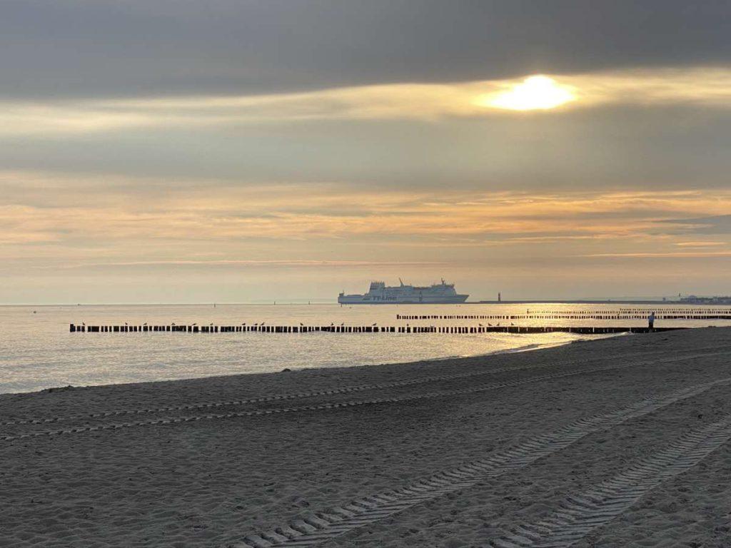 Warnemünde Ostsee Strand Fähre