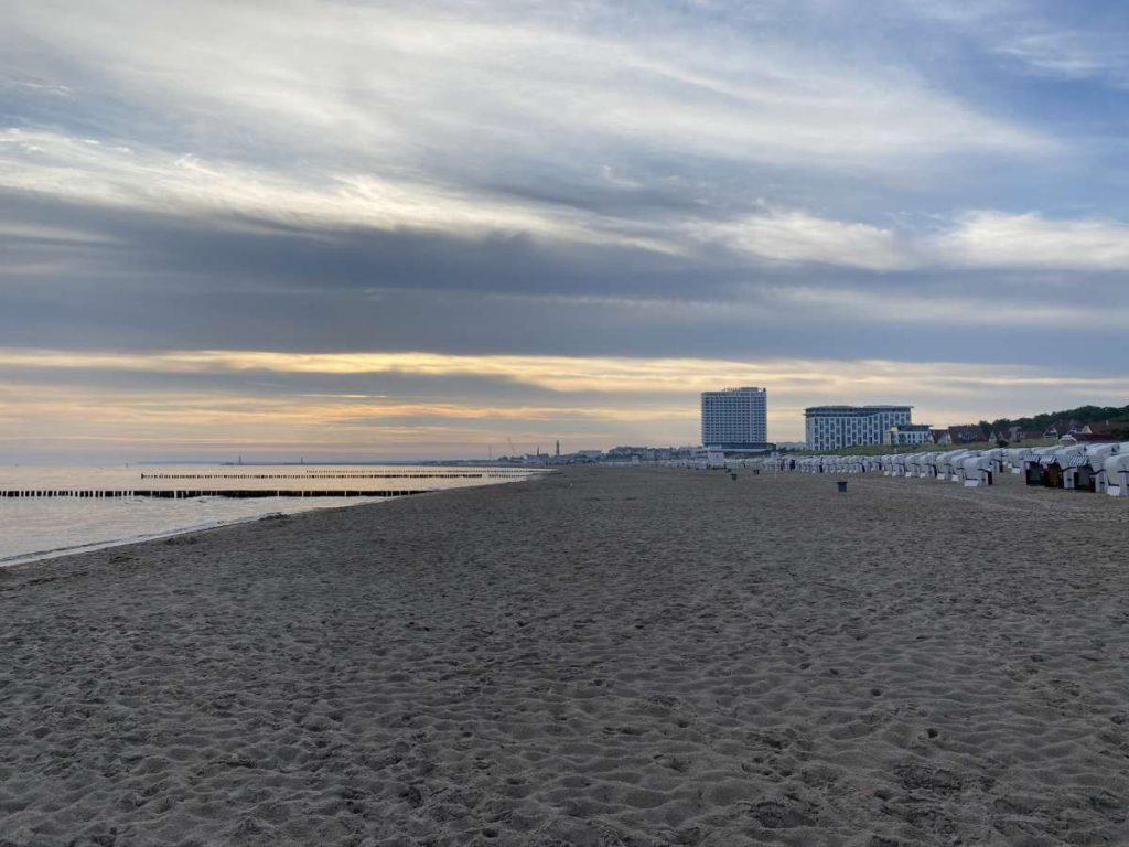 Morgens am Ostsee Strand von Warnemünde