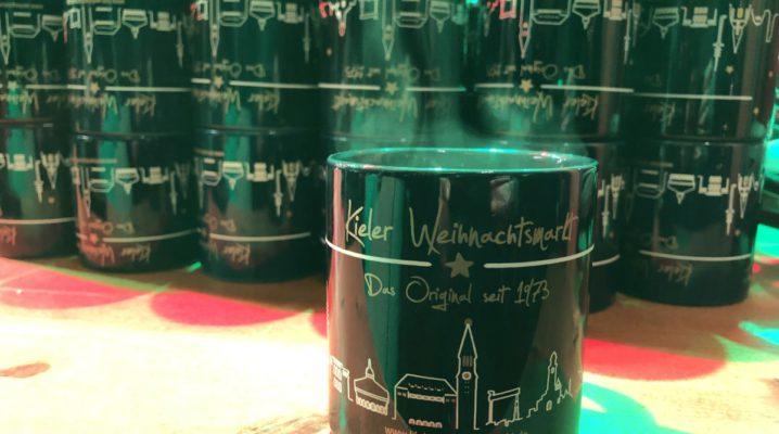 Weihnachtsmarkt Kiel Glühwein Tassen