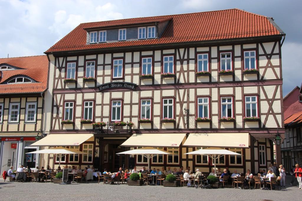 Das Hotel Weißer Hirsch Wernigerode liegt zentral gelegen am Marktplatz direkt in der Altstadt
